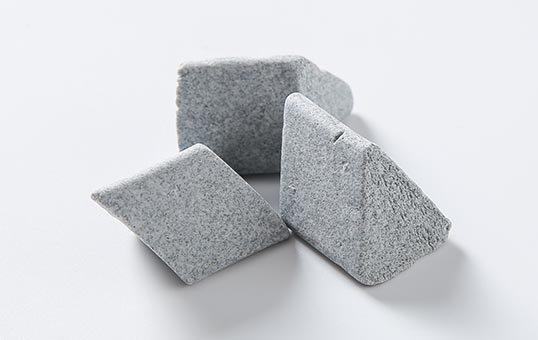 1. Ceramic media angle cut triangle