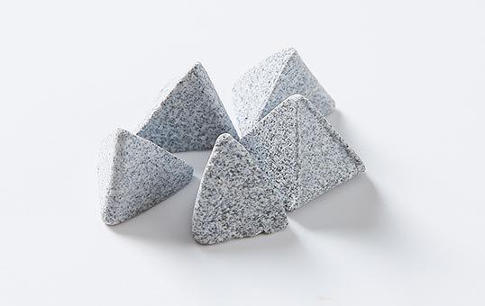 11. Ceramic media pyramid