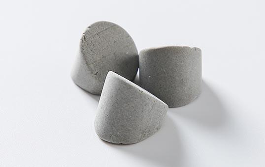 8. Ceramic media wedge