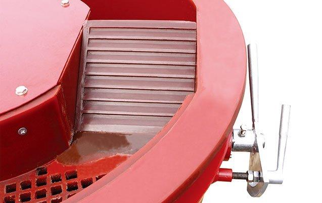 vibratory finishing machine with separator handle up